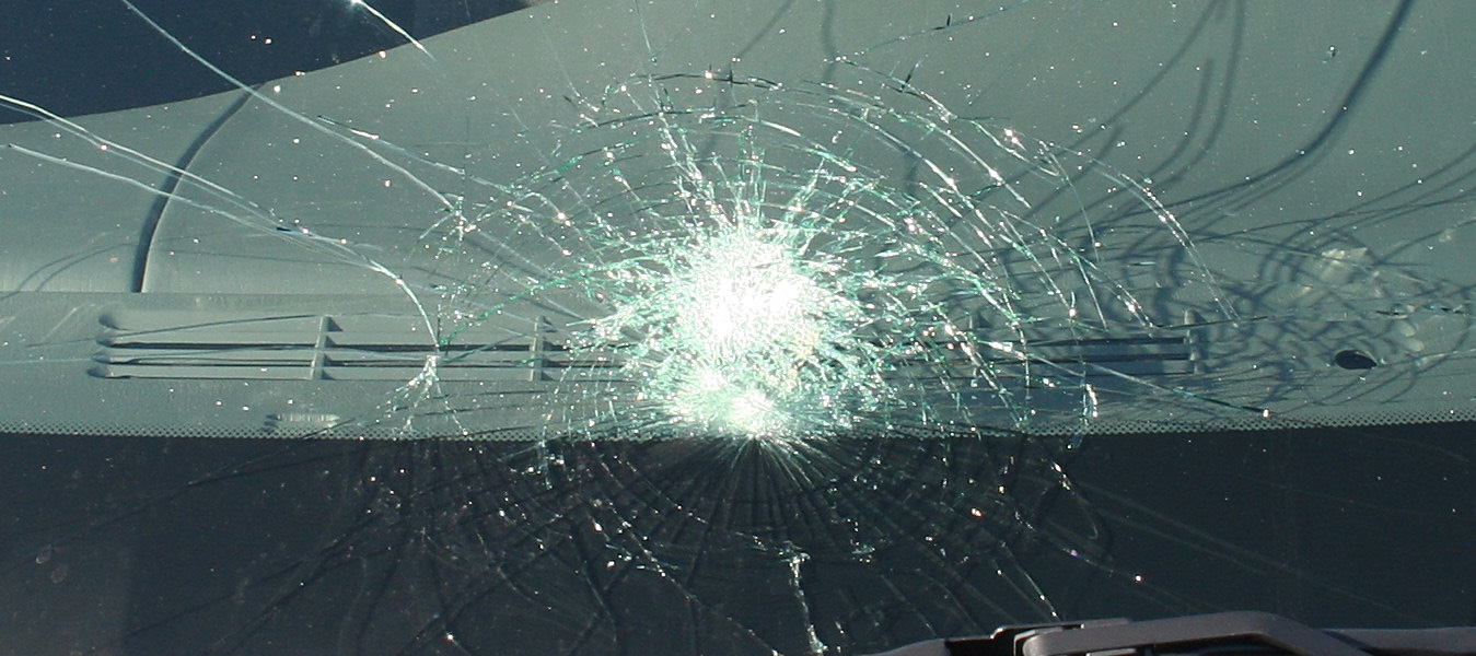 is it illegal to drive with a cracked windshield in mn
